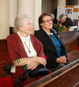 2013 okt 23 BG szoboravató Németh Ágnes és Herczegh Melinda a Kétágú ref templomban